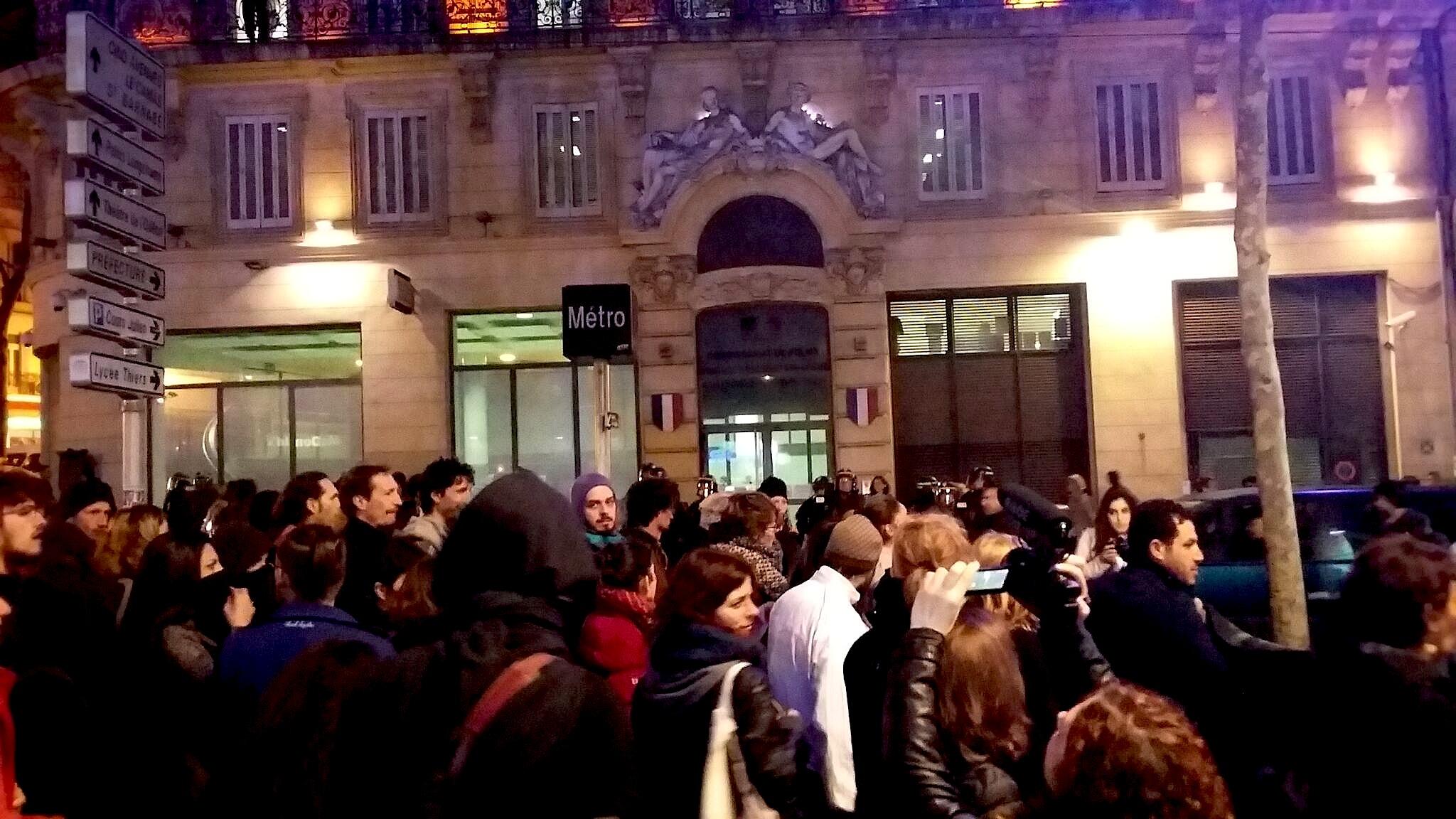 Arrêt devant le commissariat du 1er, Cannebière Marche Marseille 17/03/2017