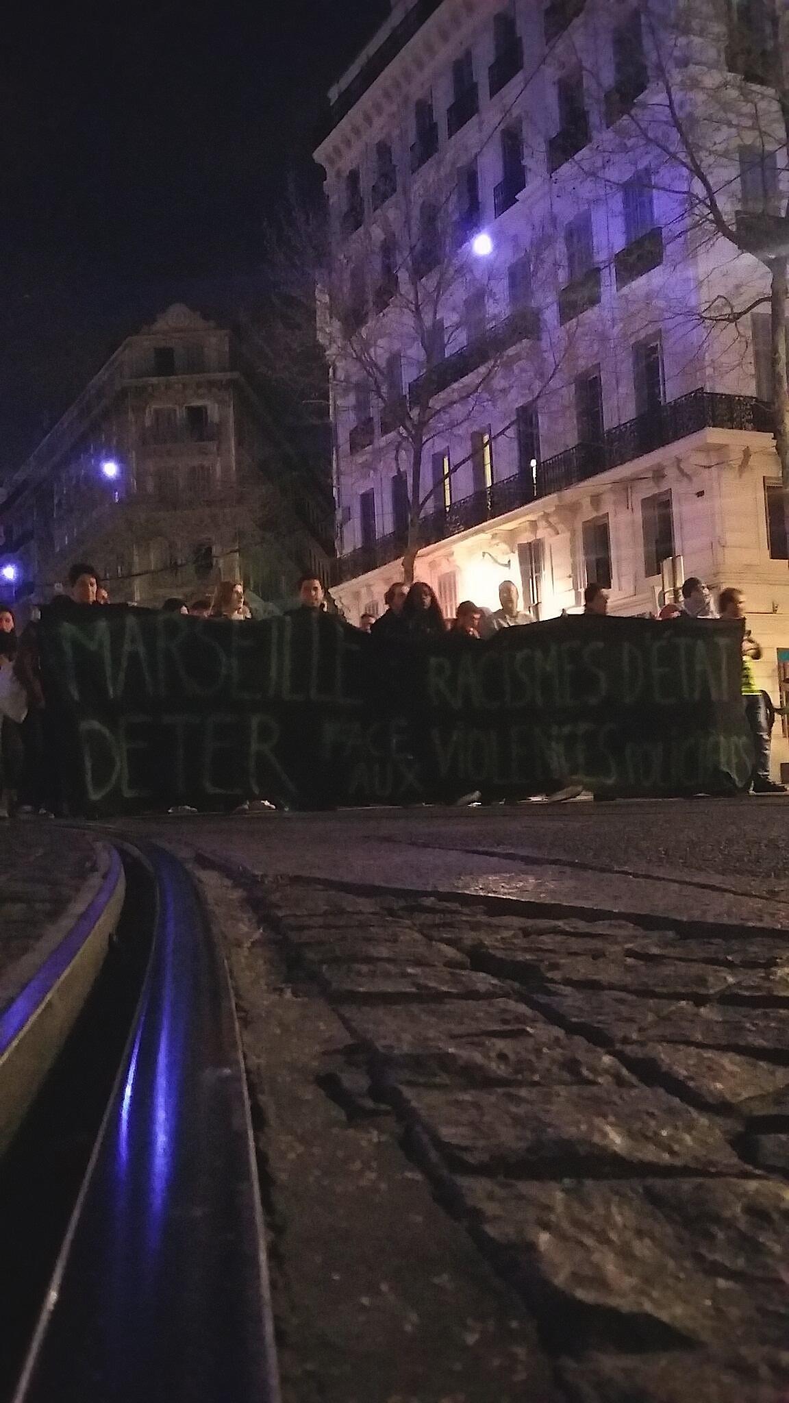 """""""Marseille debout ! Ne nous regardez pas, rejoignez-nous"""" Marche Marseille 17/03/2017"""